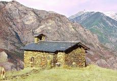 Piccola chiesa alta su nelle montagne Fotografia Stock Libera da Diritti