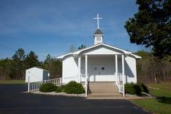 Piccola chiesa del villaggio immagine stock