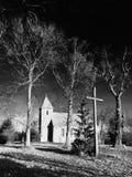 Piccola chiesa del villaggio del mattone in Boleszewo Polonia Fotografia Stock