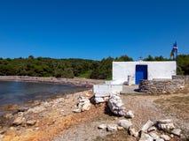 Piccola chiesa ortodossa nell'isola di Skyros in Grecia fotografie stock
