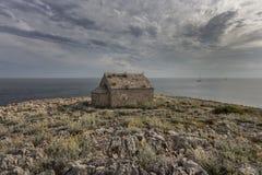 Piccola chiesa vicino al mare Immagini Stock Libere da Diritti