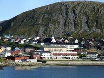 Piccola città del porto dalla spiaggia Immagini Stock Libere da Diritti