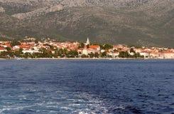 Piccola città della spiaggia di Orebic, Croazia immagini stock