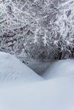 Piccola crepa nella neve Fotografia Stock Libera da Diritti