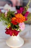 Piccola disposizione dei fiori di estate Fotografia Stock