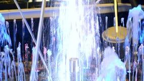 Piccola fine della fontana su alla notte video d archivio
