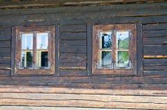 Piccola finestra di vecchio stile due Fotografie Stock Libere da Diritti