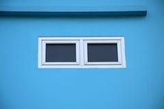 Piccola finestra per lo sguardo del qualcosa Immagini Stock Libere da Diritti