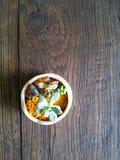 Piccola flora sulla tavola Fotografie Stock