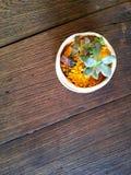 Piccola flora sulla tavola Fotografia Stock Libera da Diritti