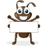 Piccola formica marrone sveglia con il segno in bianco Immagini Stock