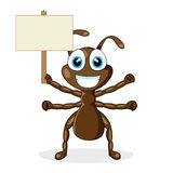 Piccola formica marrone sveglia con il segno di legno Fotografia Stock Libera da Diritti