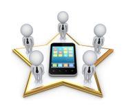 piccola gente 3d su una stella e su un telefono mobile moderno. Fotografia Stock Libera da Diritti