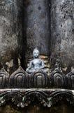 Piccola immagine del Buddha sul mattone antico Pagond, TH. Fotografia Stock