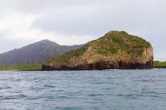 Piccola isola della roccia in isole Galapagos Fotografie Stock