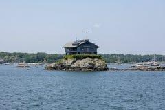 Piccola isola di pietra Fotografia Stock Libera da Diritti