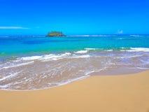Piccola isola sulla spiaggia della villa Montellano vicino a Puerto Plata fotografia stock libera da diritti