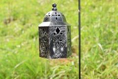 Piccola lanterna su un palo fotografia stock libera da diritti