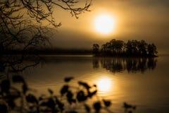 Piccola luce di alba e dell'isola fotografia stock