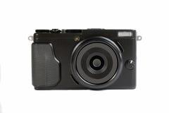 Piccola macchina fotografica senza specchio nera su un fondo bianco Fotografie Stock Libere da Diritti