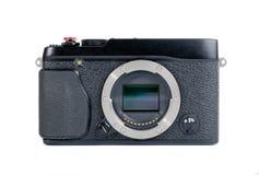 Piccola macchina fotografica senza specchio nera su un fondo bianco Fotografia Stock Libera da Diritti