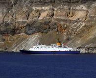 Piccola nave da crociera - Santorini Immagine Stock Libera da Diritti