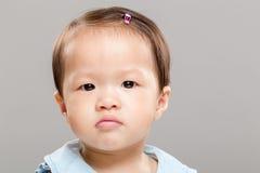 Piccola neonata che ritiene infelice Fotografia Stock Libera da Diritti