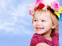Piccola neonata in parte superiore del fiore Fotografia Stock