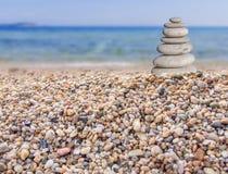 Piccola pietra della spiaggia da grande a piccolo sulla spiaggia Immagine Stock Libera da Diritti