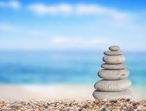 Piccola pietra della spiaggia da grande a piccolo sulla spiaggia Fotografia Stock Libera da Diritti