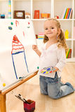 Piccola pittura della ragazza dell'artista la sua casa di sogno Fotografia Stock Libera da Diritti
