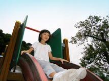 Piccola ragazza asiatica sulla trasparenza Immagini Stock