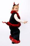 Piccola ragazza bionda, vestita in un diavolo sul carnevale Fotografie Stock Libere da Diritti