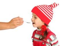 Piccola ragazza a bocca aperta con il cucchiaio Fotografia Stock