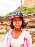 Piccola ragazza della guida in Mingun, Mandalay, Myanmar Immagine Stock