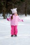 Piccola ragazza di inverno adorabile in vetri Immagine Stock