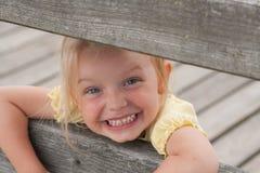 Piccola ragazza sorridente immagine stock libera da diritti