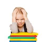 Piccola ragazza stanca dello studente con l'emicrania Fotografia Stock