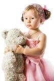 Piccola ragazza sveglia del bambino con l'orsacchiotto isolato Fotografie Stock Libere da Diritti
