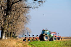 Piccola scala che coltiva con il trattore Immagini Stock Libere da Diritti