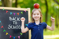 Piccola scolara estremamente emozionante Fotografia Stock Libera da Diritti