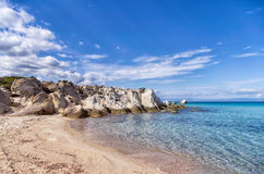 Piccola spiaggia isolata in Sithonia, Chalkidiki, Grecia Fotografia Stock