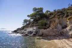Piccola spiaggia sabbiosa in Sithonia, Chalkidiki, Grecia Fotografie Stock Libere da Diritti