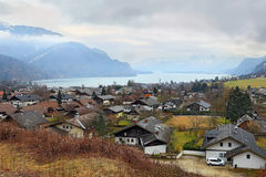 Piccola st pittoresca Gilgen del villaggio dal Wolfgangsee nello stato austriaco di Salisburgo, nella regione del ` di Salzkammer Immagini Stock