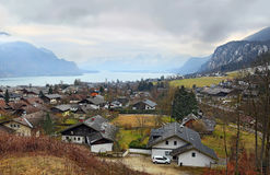 Piccola st pittoresca Gilgen del villaggio dal Wolfgangsee nello stato austriaco di Salisburgo, nella regione del ` di Salzkammer Immagini Stock Libere da Diritti