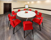 Piccola stanza interna per le conferenze ed i colloqui Fotografia Stock