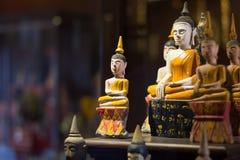 Piccola statua del Buddha Immagine Stock