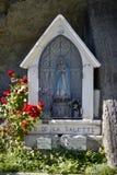 Piccola statua del vergine in Francia immagine stock
