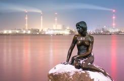 Piccola statua della sirena immagini stock libere da diritti