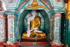 Piccola statua di Buddha alla pagoda di Shwedagon in Rangoon Fotografia Stock Libera da Diritti